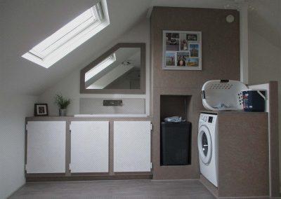 Wasmachine en CV ketel ombouw met sanitairhoekje van OSB platen (Greywash)